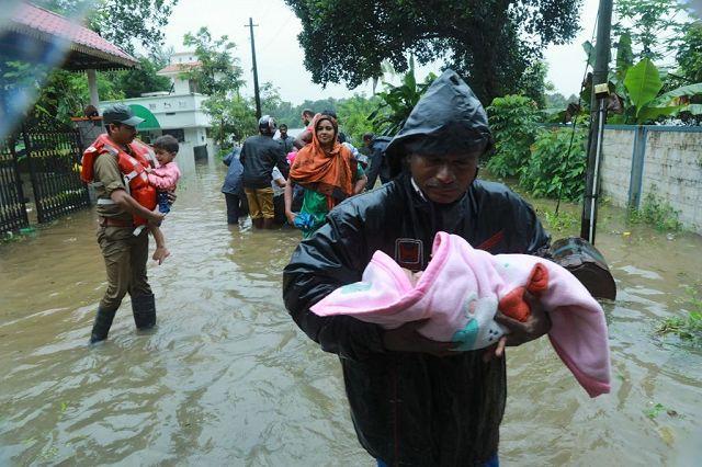 """India / Alluvioni in Kerala. Operatore Caritas: """"Mancano acqua potabile e alloggi, alto rischio epidemie"""""""