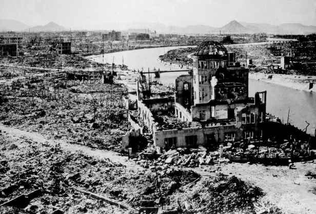 """La scienza vista da vicino – 7 / Il 6 agosto 1945, con la distruzione di Hiroshima e Nagasaki, si realizza la """"rivelazione"""" apocalittica dell'apostolo Giovanni"""