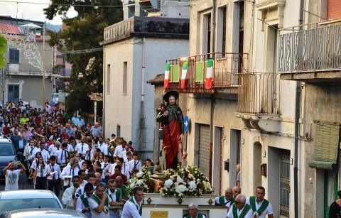 """Linguaglossa / Il parroco don Orazio Barbarino alla festa per il compatrono: """"San Rocco si fece santo restando laico"""""""