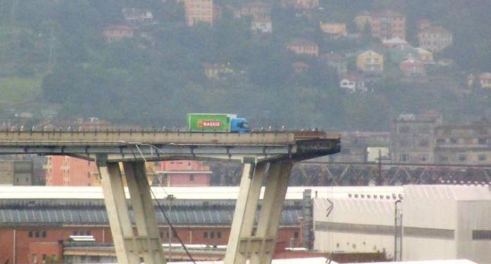 """Disastro / Crolla il ponte Morandi a Genova. Card. Bagnasco: """"La città è stata ferita da questa tragedia ma non sarà assolutamente piegata"""""""