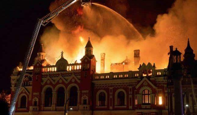 """Romania / Incendio distrugge l'Episcopio greco-cattolico di Oradea. Il vescovo Bercea: """"Tutta la città unita nel dolore"""""""