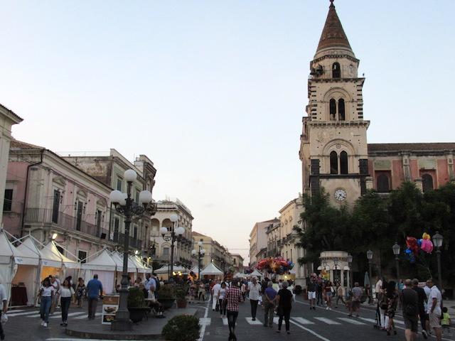 """Acireale / """"Vetrine d'arte"""", l'iniziativa che voleva rendere più decoroso il centro cittadino"""