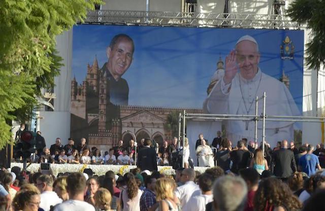 """Papa Francesco in Sicilia / """"Non si può credere in Dio ed essere mafiosi, convertitevi!"""""""