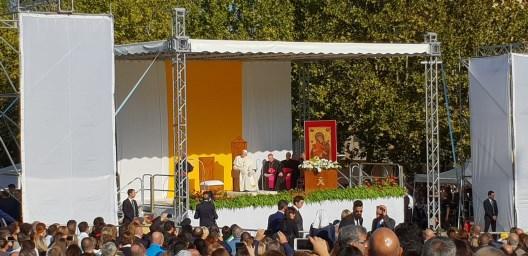Chiesa / Papa Francesco in visita a Piazza Armerina. Tra il sole della Sicilia e il buio delle sue piaghe