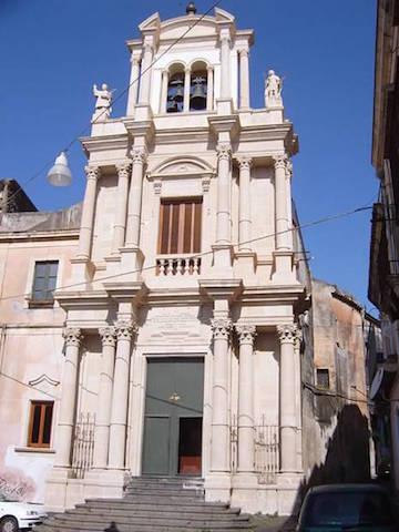 Acireale / Riapre la chiesa di San Giuseppe, presentato il nuovo viceparroco padre Anthony Raj
