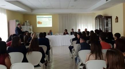 """Scuola / Per promuovere l'educazione alla salute, conferenza sulla fame nel mondo all'Alberghiero """"Falcone"""" di Giarre"""