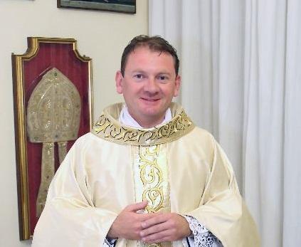 Diocesi / Il nuovo parroco don Mario Fresta s'insedia nella Cattedrale di Acireale
