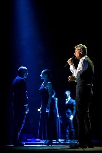Concerti / Musica e spettacolo: brilla la classe di Claudio Baglioni ad Acireale per i 50 anni di carriera