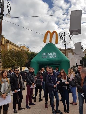 """Lavoro / """"McDonald's"""" apre a Enna: in corso le selezioni per 30 posti"""