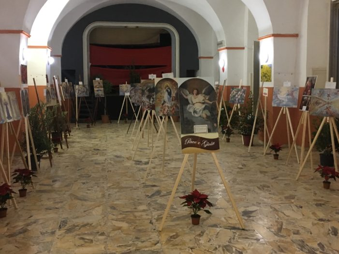 """Cultura / Prosegue ad Acireale la mostra fotografica di Sebastiano Costanzo sul tema """"Angeli e fiori"""""""