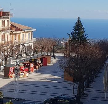 Zafferana Etnea / Aria di festa con i mercatini di Natale