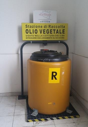 """Giarre / Avviato il servizio gratuito di raccolta degli olii esausti, effettuato dalla """"SicilGrassi"""""""