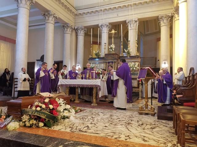 Acireale / Testimonianze di stima e affetto ai funerali di padre Alfio Cantarella, direttore dell'istituto San Michele