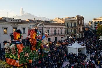 """Carnevale di Acireale – 6 / Per il """"Gruppo Una"""" è tra i più belli d'Italia"""