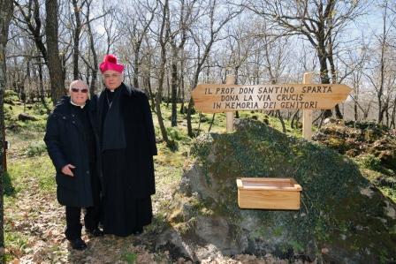Randazzo / Inaugurata al Parco Sciarone la Via Crucis donata da don Santino Spartà