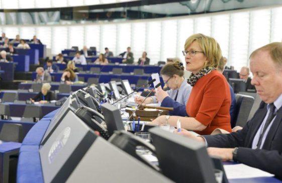 """e942f98f93 In vista dell'8 marzo sono previste numerose iniziative, negli Stati membri  e a Bruxelles, attorno al tema: """"Il potere delle donne in politica""""."""