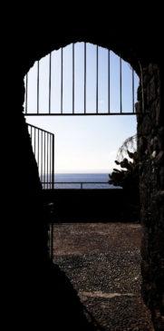 Aci Castello Castello normanno vista mare