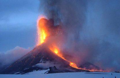 Eruzione Etna spettacolo pericolo INGV