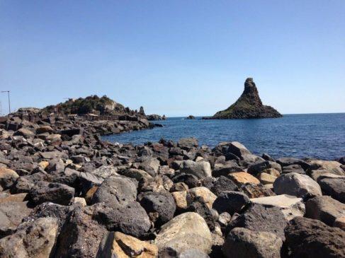 Aci Trezza Lachea faraglioni lava
