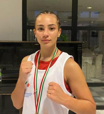Lucia Ayari boxe