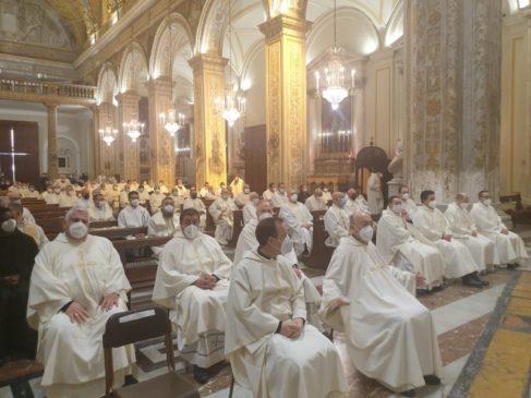 messa crismale, sacerdoti
