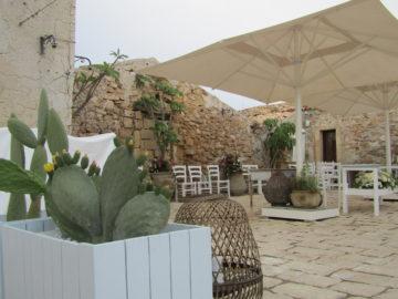 Marzamemi-borgo-marinaro-cortile-arabo