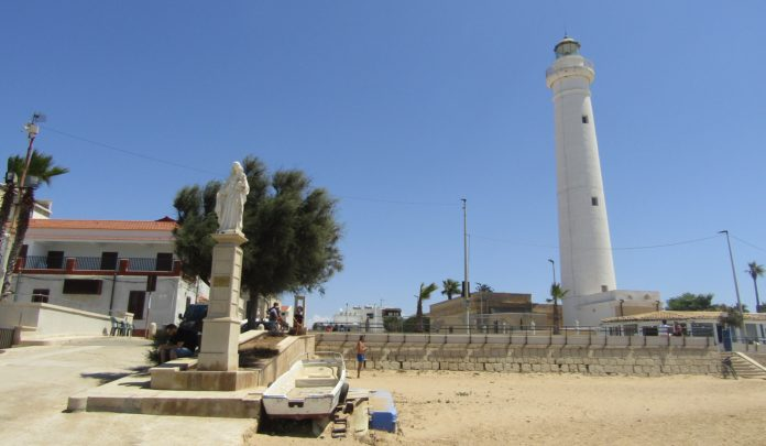Punta Secca spiaggia Ragusa faro