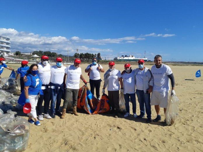 Sbeg e Marevivo puliscono playa Catania